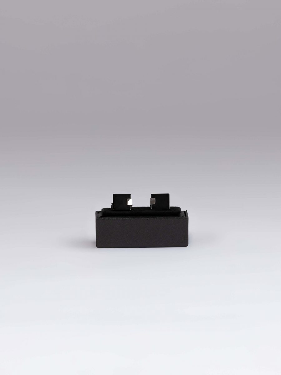 Butoni rectangulari negru si argintiu